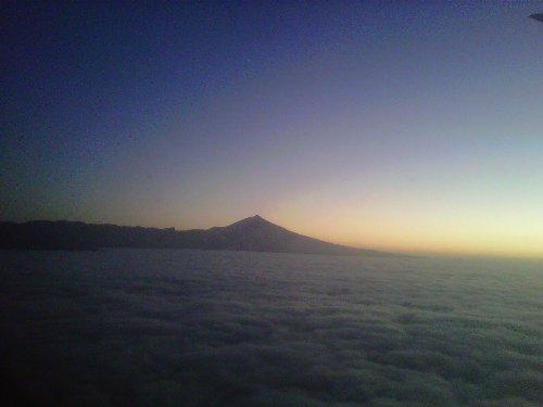 El Teide y el sol por encima de las nubes